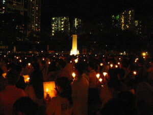 800px-Candlelight_Vigil_for_June_4_Massacre_2007_-_006